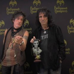AMR 10 zile pana la intalnirea cu Joe Perry, Alice Cooper si Johnny Depp!<br /> Supergrupul The Hollywood Vampires va concerta la Romexpo, pe 6 iunie, in cadrul unui eveniment marca Phoenix Entertainment.<br /> Info & bilete http://bit.ly/237AJqD
