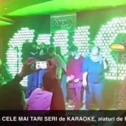 Cam asa a fost #Marți (10.01) la #KARAOKE cu #RazvanKid si #McNino in ArenA Pub (making-of...partea 1...pt tot Video-ul: https://youtu.be/JATHUkiQJgs) Ne revedem #duminica la Karaoke cu Razvan Kid si Mc Nino @ArenaPub !#ArenaPub #KaraokeArenaPub #Kar